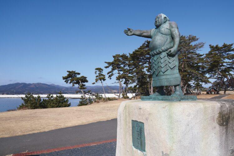 「大津波に耐えた横網像」/秀ノ山雷五郎の銅像(宮城・気仙沼市)