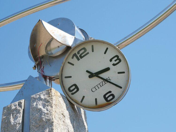 「生々しく残る津波襲来の時間」/茶茶丸パークの時計塔(岩手・大船渡市)