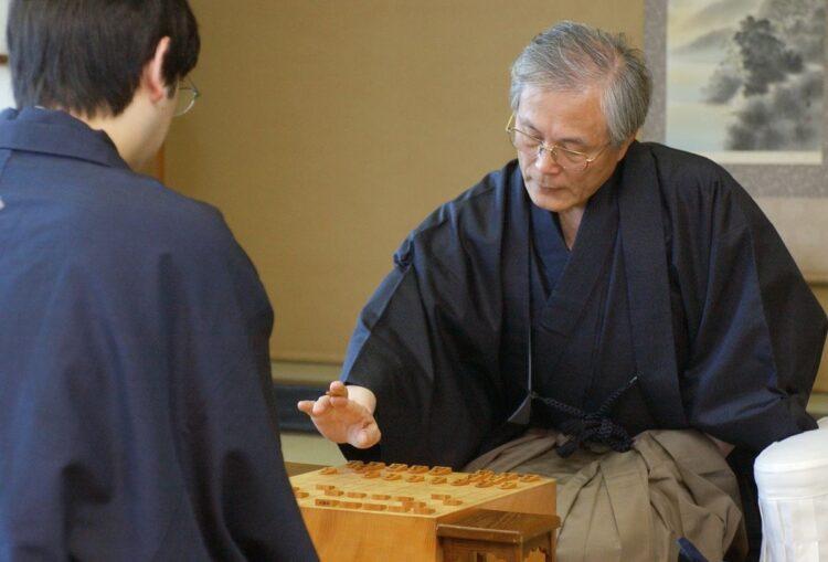 故米長邦雄永世棋聖(2003年の引退試合/時事通信フォト)