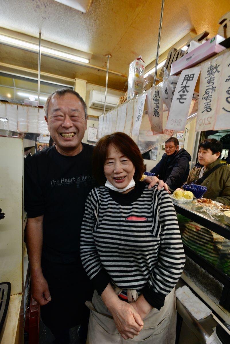 3代目店主の樋崎和雄さんと妻の加代さんが夫婦で店に立つ