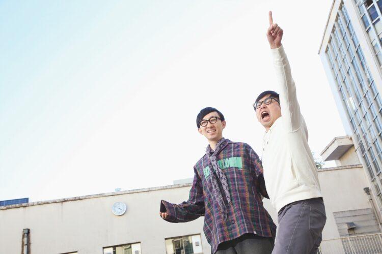 おいでやす小田(右)の絶叫芸はどう生まれた?(写真/AFLO)