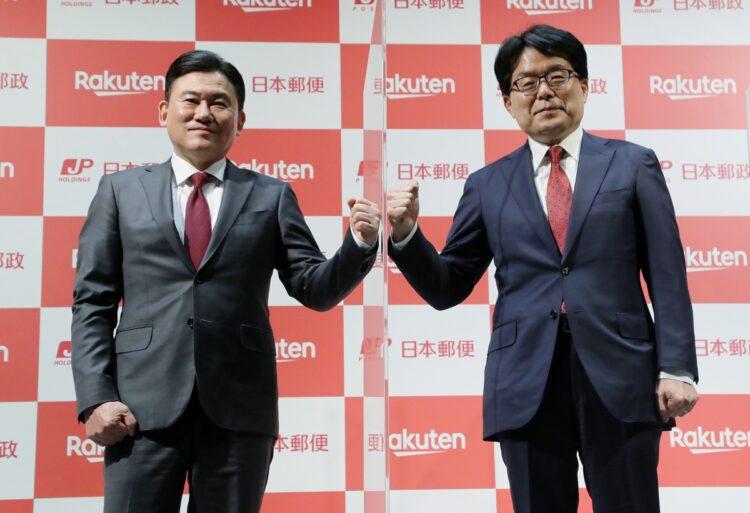業務提携が今後どう影響する?(左から三木谷浩史社長、増田寛也社長。時事通信フォト)