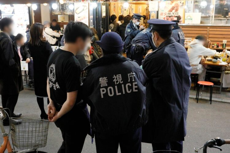"""22時過ぎには客と店のトラブルに警察官が駆け付ける""""緊急事態""""も発生"""