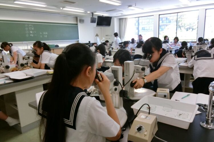 理科の実験室が4室もある学習院女子