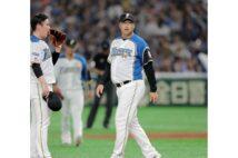木田優夫コーチが帽子を脱ぐと、選手やスタッフらが「チラ見」するという情報も…(時事通信フォト)