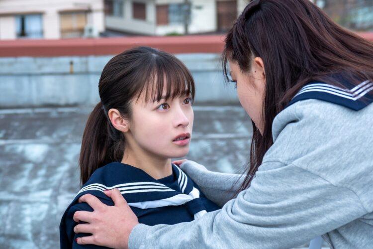 橋本は「友情から殺人を犯した」という秘密を抱える難役を演じ、新境地に挑む