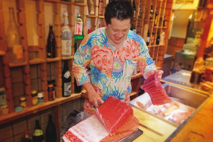 「海鮮の旨さを堪能してもらいたいので酢飯ではなく、あえて白飯にしています」(店主・橋本睦之〈よしゆき〉氏)