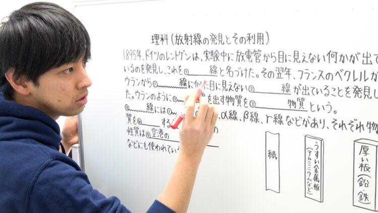誰が見てもわかるように徹底研究して生み出した字。授業の臨場感を出すため動画は編集せずに一発で撮る