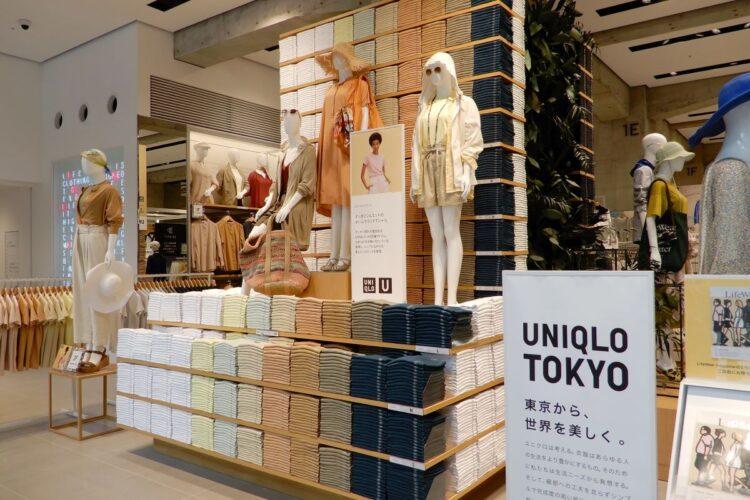 東京・銀座にあるユニクロの旗艦店(時事通信フォト)