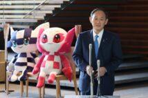 安倍晋三・前首相とほぼ半年ぶりに会談した菅義偉・首相(時事通信フォト)