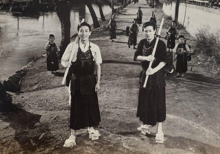 デビュー間もない頃の勝新太郎と市川雷蔵(写真/中島賢氏提供)