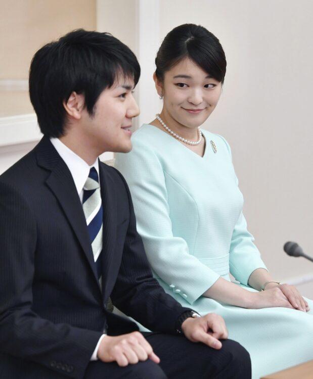 眞子内親王と小室圭氏(写真/共同通信社)