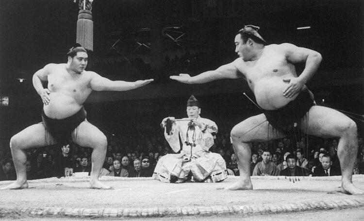 柔の大鵬(左)、剛の柏戸として人気を博した(写真/共同通信社)
