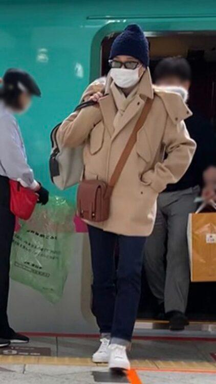 東京駅に降り立った中居正広
