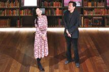 「モリソン書庫」ショーケースでは『アジア歴史地図』など貴重な文献が入れ替えで展示される