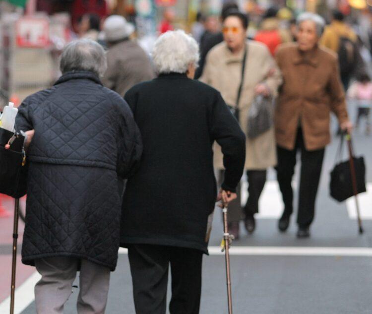 超高齢化社会は「コメンテーター」の数も増える(写真はイメージです=時事)
