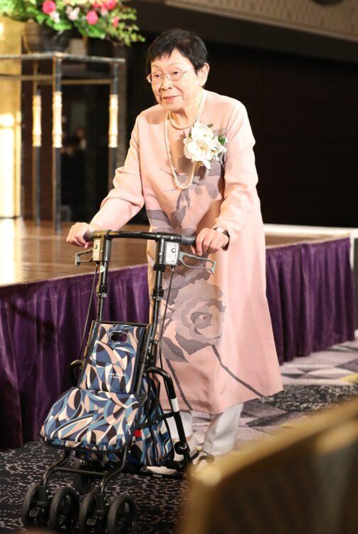 「第27回橋田賞」では歩行補助車を使いながらも元気な姿を見せた(2019年5月、写真/アフロ)