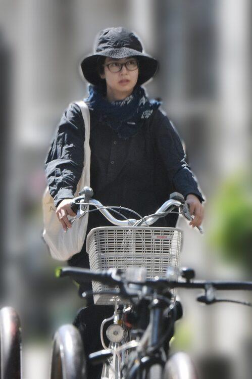 自転車に乗った独特オーラのショット