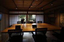 和多屋別荘内にイノベーションパートナーズが設置したサテライトオフィス。同社が独自に客室をオフィスとしてリノベーションした