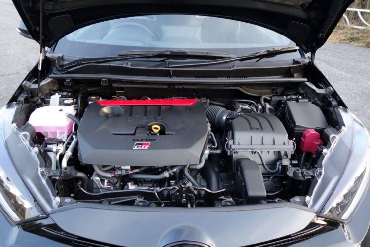 3気筒1.6リットルターボエンジンの最高出力は272ps