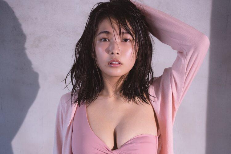 寺本莉緒、19歳のビキニグラビア 「週7ラーメン」で培った美バディ!