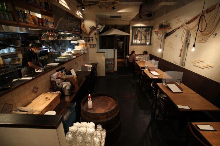 「まん延防止等重点措置」が適用された三鷹市の飲食店(時事通信フォト)