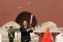 冬季北京五輪まであと1年を切った(写真は2008年、胡錦濤国家主席/AFP=時事)
