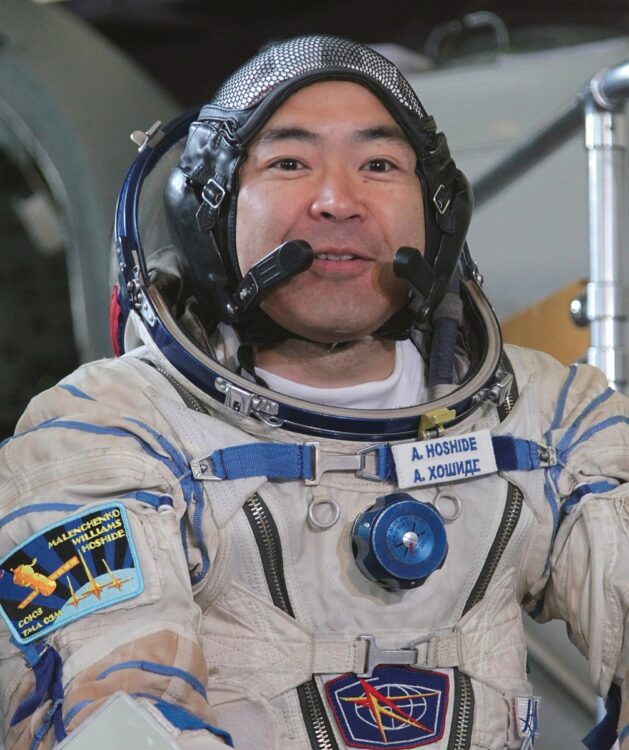 4月22日に地球を出発する星出彰彦飛行士(写真/EPA=時事)