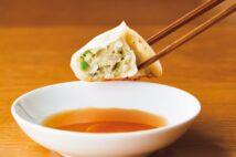 モチモチの皮はにんにく、にら、生姜の香りを閉じ込め、ジューシーな餡とバランスもいい(塚田)