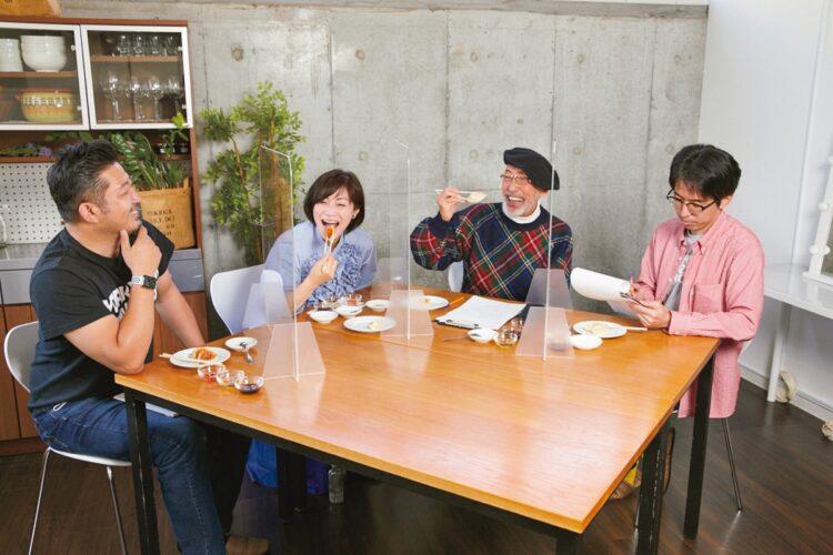 自宅で餃子をうまく焼く方法は?(左から小野寺力氏、玉城ちはる氏、テリー伊藤氏、塚田亮一氏)