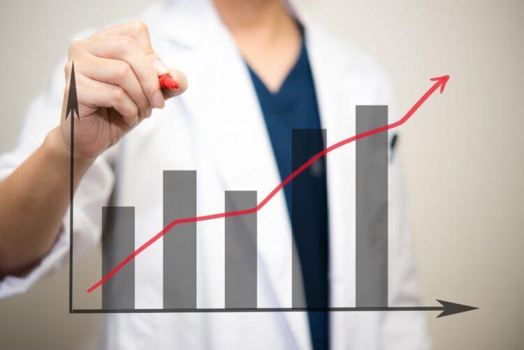 昨年に比べて微減にとどまった国公立大医学部の志願者数