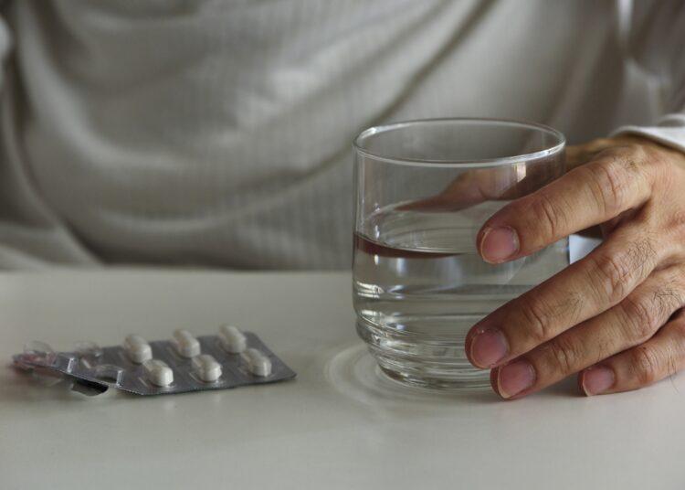 ピルなど、血液を凝固させやすい薬の服用は要注意(時事通信フォト)