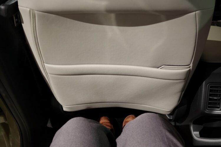 後席膝元空間は十分以上に広かった(新型ヴェゼル)