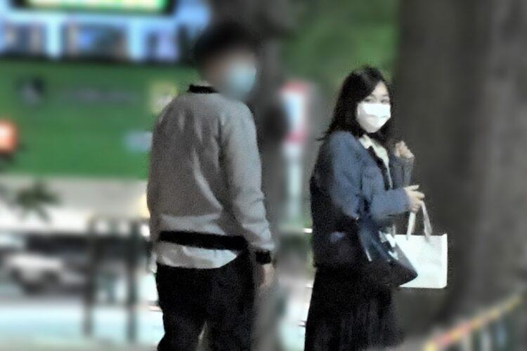 マスク姿の岩田アナ