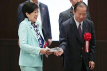 小池百合子・東京都知事は都議選有利と判断するなら…(時事通信フォト)