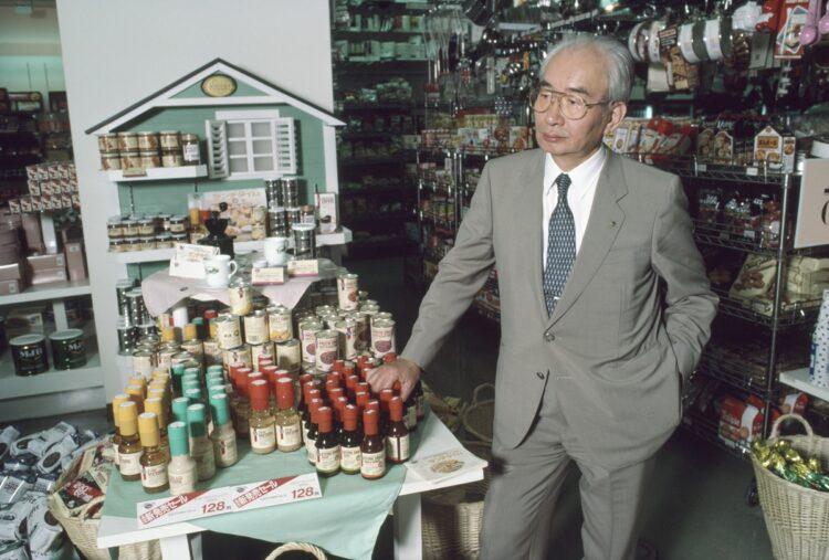 個性が全く異なる2人のカリスマによって日本の消費文化は花開いた(写真は中内功/時事通信フォト)