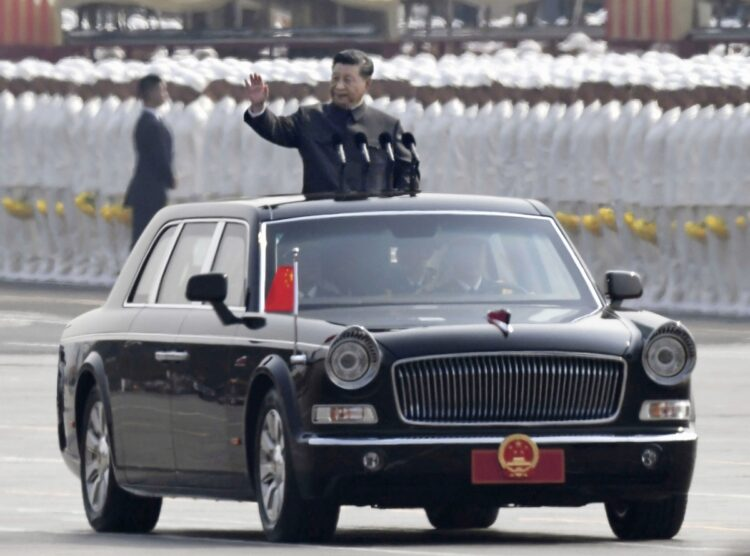 軍事パレードに参加する習近平・国家主席(写真/共同通信社)