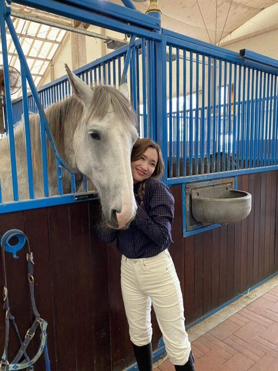 那須で牧場を経営する紗栄子。