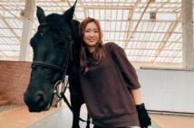 牧場の生活を楽しむ紗栄子