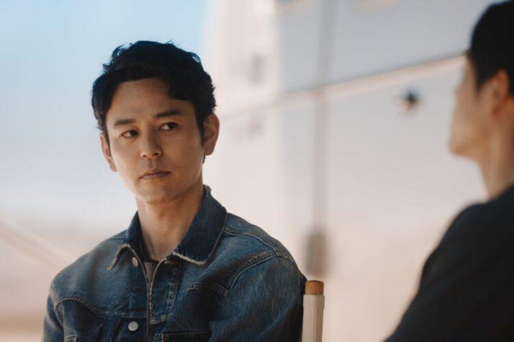 「大人エレベーター」CMでメインキャラクターを務める俳優の妻夫木聡(写真提供/サッポロビール)