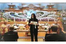紀州のドン・ファン事件 喪主挨拶する須藤早貴容疑者の姿、通夜では怒号も