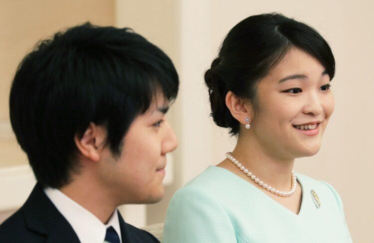 2017年、婚約が内定し秋篠宮家の長女眞子さまと小室圭さんが記者会見をされた(時事通信フォト)