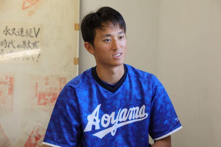 青山学院大学・相模原キャンパスでインタビューに答える佐々木泰選手