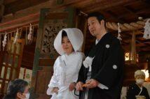 米山隆一氏と室井佑月さんが新潟の神社で結婚式 最後まで添い遂げたい