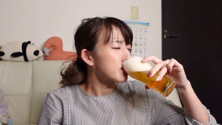 気持ちいい飲みっぷり(YouTubeより)
