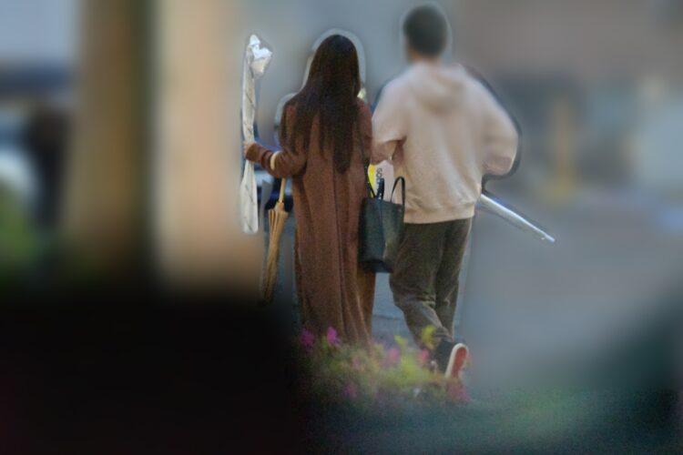 ピタリと彼から離れない鷲見玲奈アナ