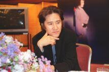 田村正和さんが出演した名作ドラマの数々はどこまで再放送されるか(時事通信フォト)