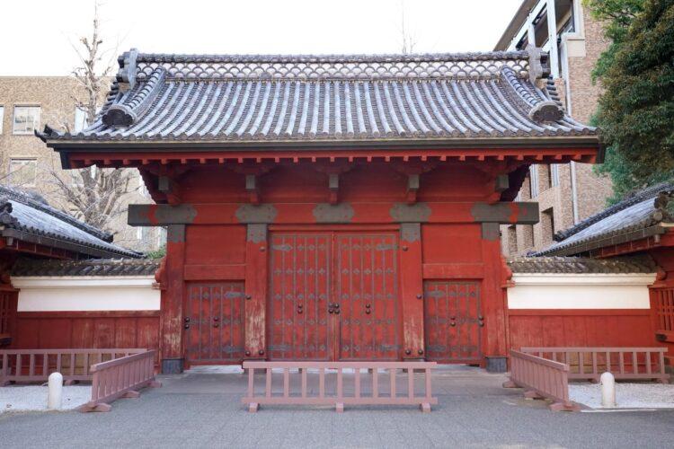 公立トップ校以外は「狭き門」の東京大学(時事通信フォト)