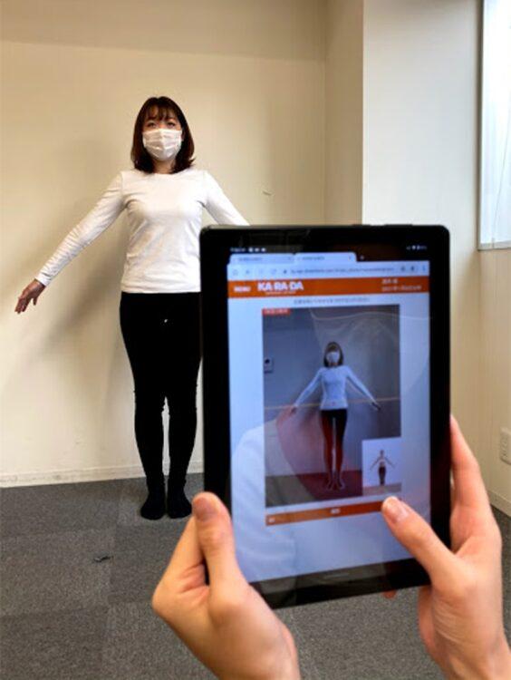 整体サロン『カ・ラ・ダ ファクトリー』では初回来店時のカウンセリングで、AI姿勢分析システムの導入をスタート