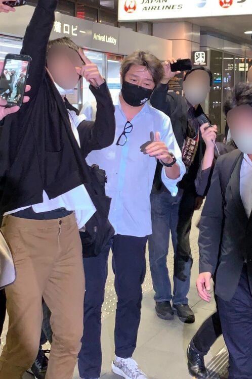 羽田空港に現れた近藤真彦